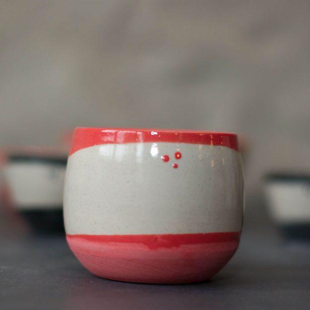 Tasse à café rouge, L'atelier Sy